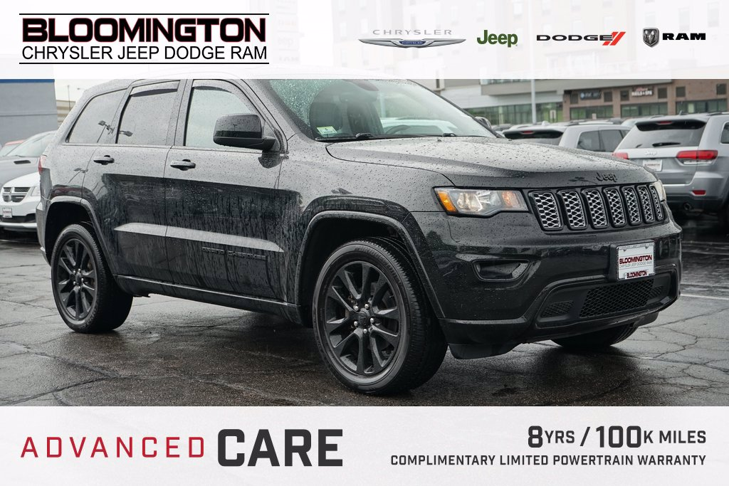 Pre-Owned 2017 Jeep Grand Cherokee ALTITUDE TOW MOON